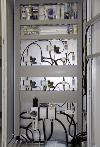 Balgzylinder und Steuerungstechnik kommen vom Pneumatik-Spezialisten Aventics.