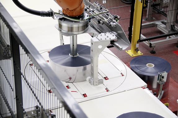 Unterschiedliche Gewichte, Durchmesser und Breiten sind für die Handling-Profis unter den Robotern kein Problem.