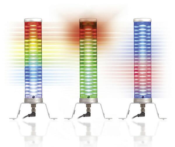 Eine Smart-Light-Signalleuchte signalisiert dem  Bediener kontinuierlich den Werkzeugzustand.