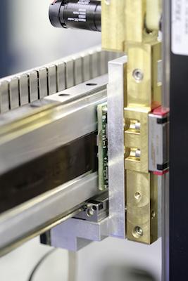 Eines der magnetischen Messsysteme, bei dem Siko das Magnetband lieferte und der Encoder von Hamilton selbst stammt.