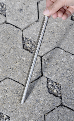 Gerollte Gewindespindeln lassen besonders  hohe Steigungen und damit hohe Verfahr- geschwindigkeiten zu.