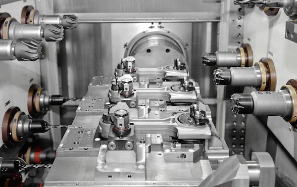 AKS und AMK beliefern mit ihren Fertigungs- und Montage-Lösungen insbesondere die  Automobilindustrie.
