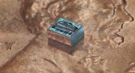 hajimiri_lensless_chip_on_penny_crop1600_02