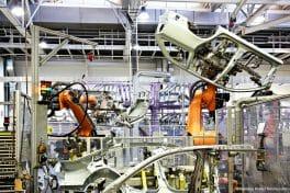 In der Automobilindustrie sorgen maßgefertigte Groschopp-Produkte unter anderem für einen zuverlässigen Betrieb von Elektroschwenkern.