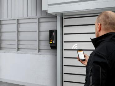 Smart vernetzt: IoT-Lösung für Industrietore