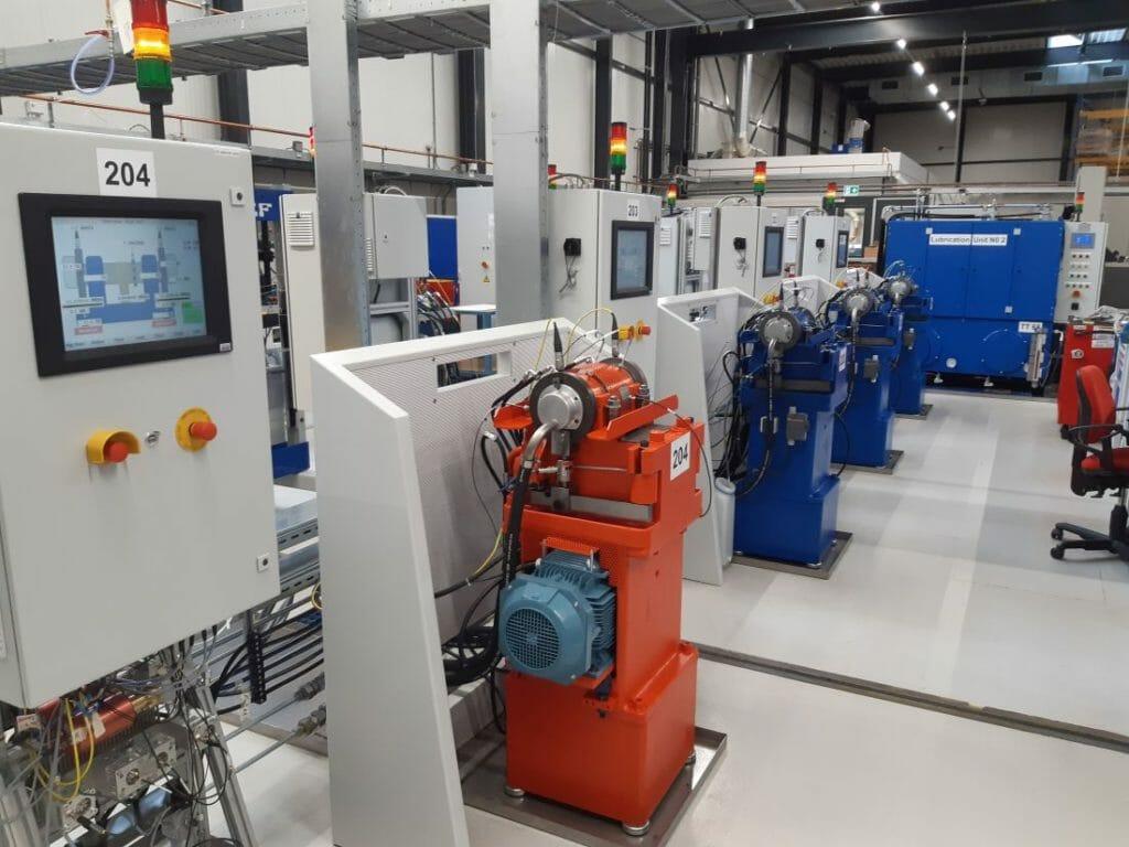 SKF errichtet derzeit ein Technologiezentrum im niederländischen Houten. Hier werden die SKF Experten die Mechanismen hinter den unterschiedlichen Lagerausfällen auf den BRAVE-Testständen experimentell untersuchen.
