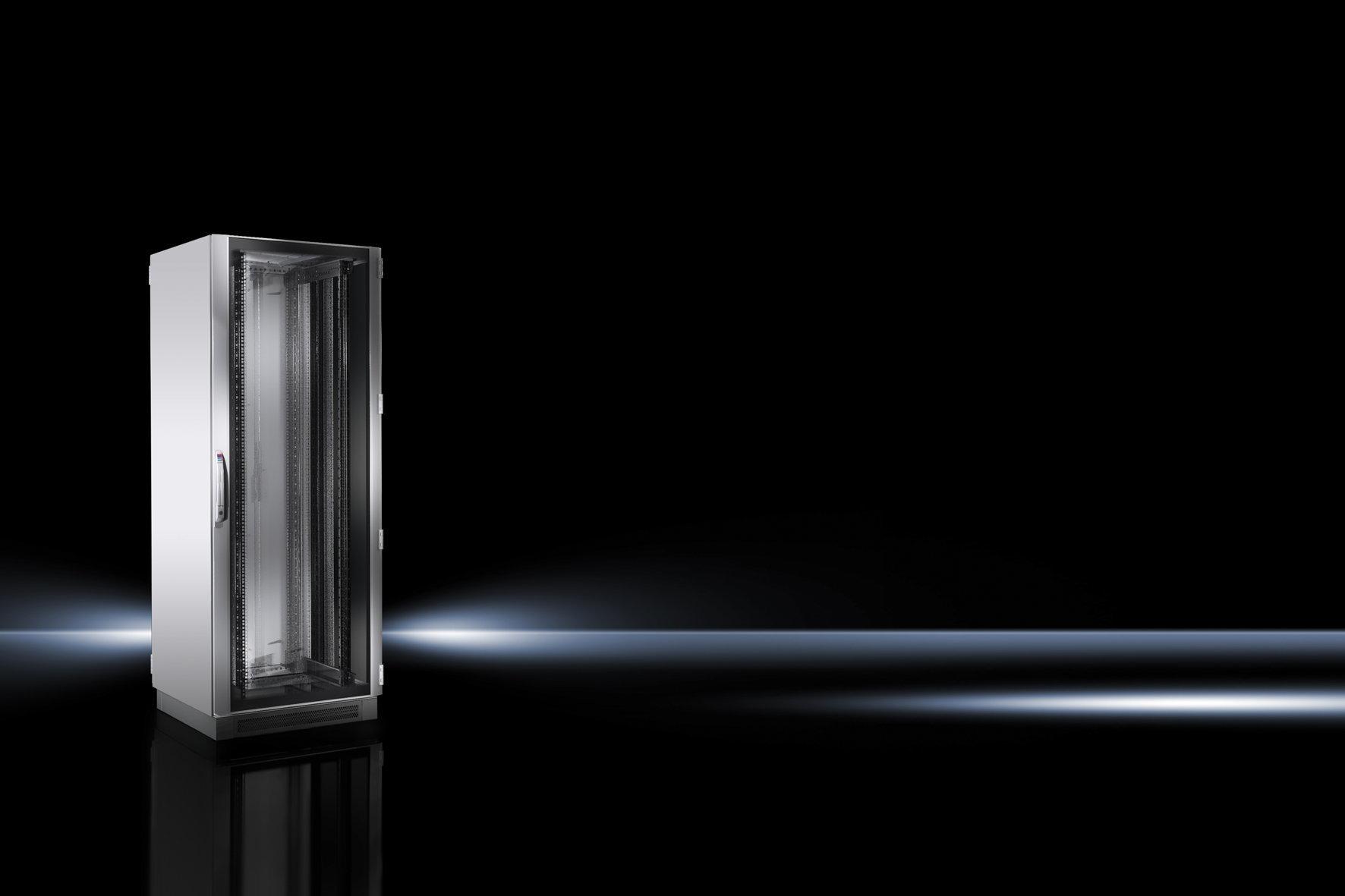 Der vormontierte TS IT für Rack-Klimatisierung hat eine Aluminium-Sichttüre mit  Sicherheitsglas, einen Komfortgriff für Profilhalbzylinder und eine Sicherheitsschließung.