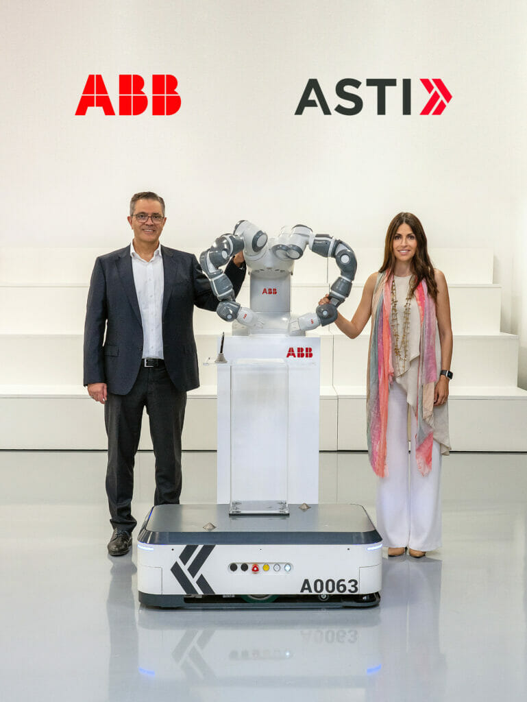 Sami Atiya, Leiter des Geschäftsbereichs Robotik & Fertigungsautomation von ABB, und Veronica Pascual Boé, CEO von ASTI