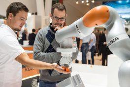 Die Automatica erreicht eine neue Dimension. Sie hat die Zukunft der Produktion gezeigt – mit tiefen Einblicken in die Digitalisierung, in die Mensch-Roboter-Kollaboration und in die professionelle Servicerobotik.