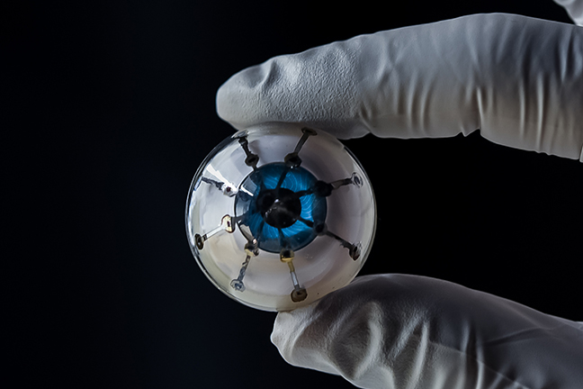 bionic_eye_with_glove_648x432