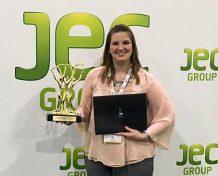 """Megan Jennings, Account Managerin bei Lanxess, nahm bei den JEC Innovation Awards Atlanta, USA, stellvertretend für Bond-Laminates, das Fraunhofer-Institut für Produktionstechnologie und die HBW-Gubesch Thermoforming GmbH die Auszeichnung in der Kategorie """"Prozesse"""" entgegen. Foto: Lanxess"""