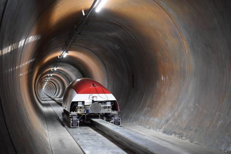 mit_hyperloop_capsule